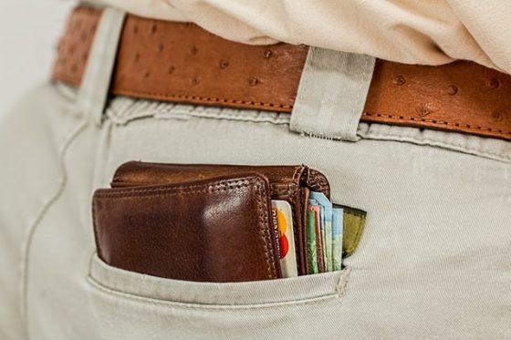 ポケットに入っているお金、財布