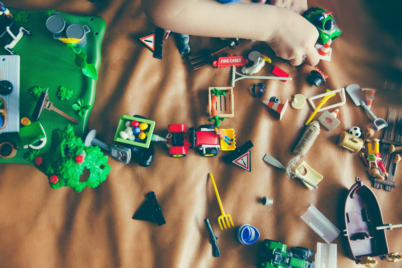 散らばるおもちゃ