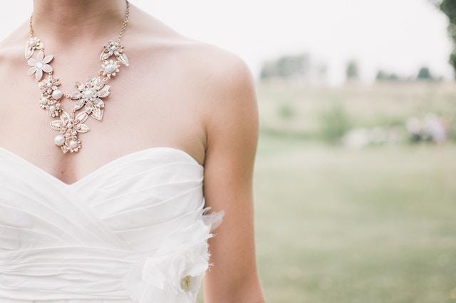 女性の結婚式、ブレスレット